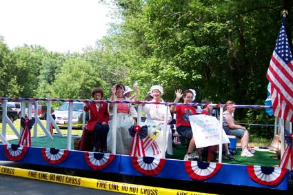 DAR Chapter members and CAR members in the Port Jervis Centennial Parade.